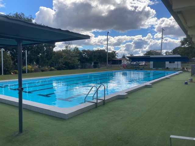 Commercial pool building in Sunshine Coast - Alto Pacific